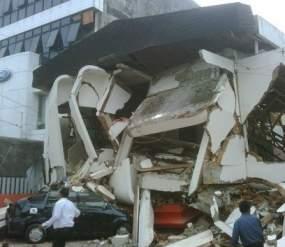 bangunan roboh gempa sumatera